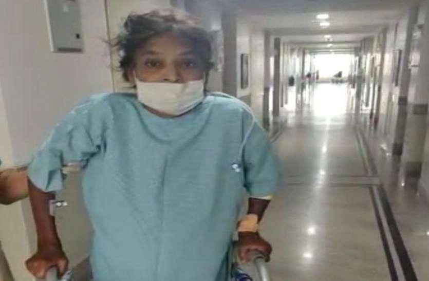 कोरोना वायरस : एंबुलेंस में आईं अकेली, तीसरे दिन स्वस्थ हो घर पहुंचीं बुजुर्ग महिला
