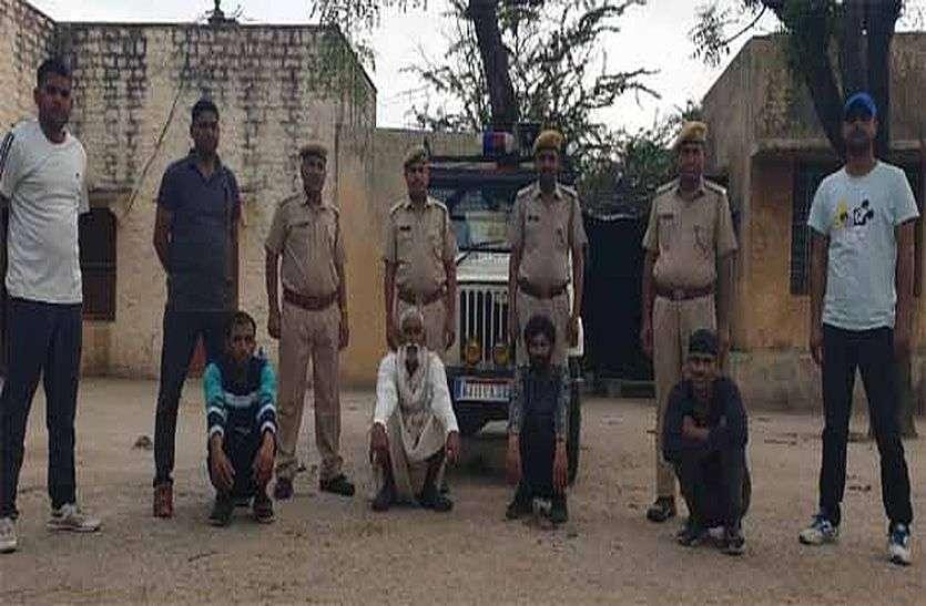 डकैतों के हिमायती पुलिस के हत्थे चढ़े, चोरी-छुपे पहुंचाते थे हथियार व रसद