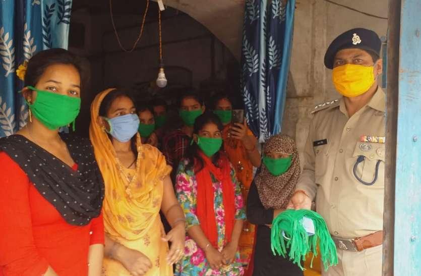 सुरक्षाकर्मियों की सुरक्षा के लिए मुस्लिम लड़कियाँ आई आगे