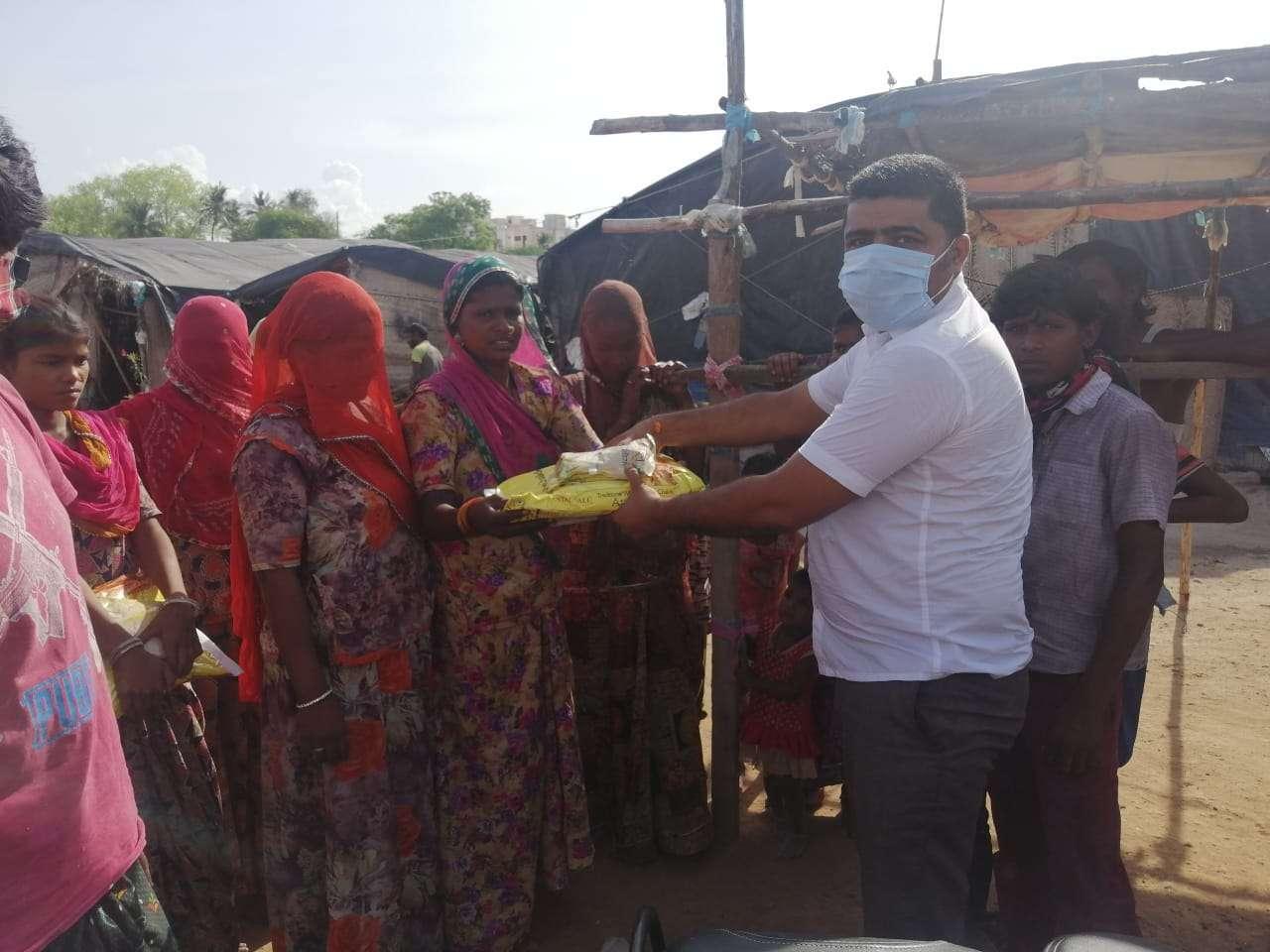 राजस्थानी समाज कल्याण संघ ने 6000  किलो चावल दिया