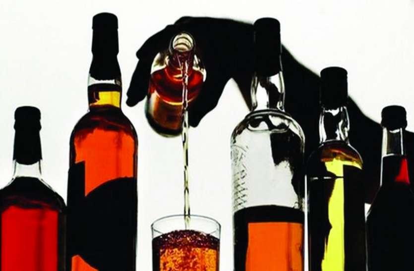 लॉकडाउन के बीच दुकान की खिड़की तोड़कर घुसे चोर, 153 बोतल शराब पार
