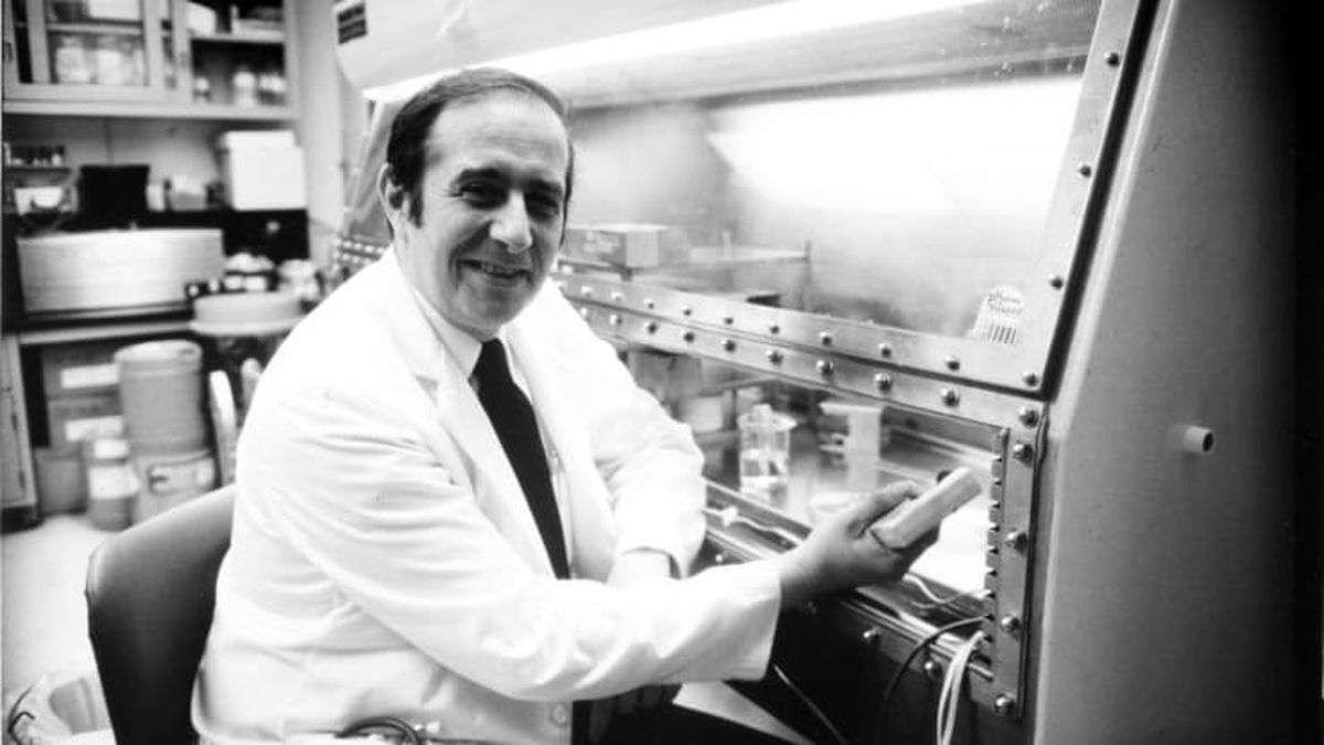 डॉ. स्टैनली को ''गॉडफादर ऑफ वैक्सीन' कहते हैं, अब ये कोरोना की वैक्सीन बनाने में कर रहे मदद