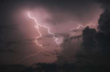 आकाशीय बिजली गिरने से एक की मौत, दो युवक नहीं आ पाए जद में