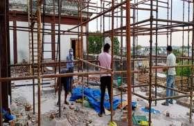 ऐतिहासिक धरोहर राजबाड़ा को बचाने पहुंचे नगर निगम के अफसर