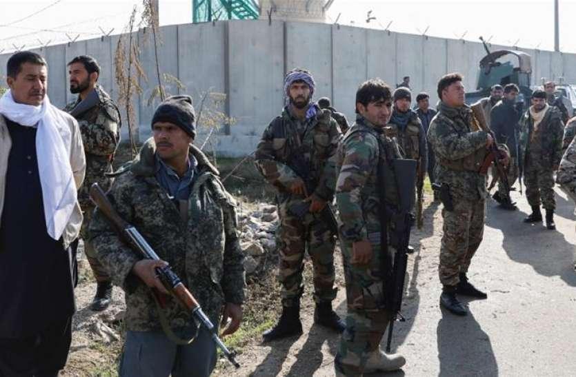 Photo of अफगानिस्तान: फिदायीन हमलावर ने सैन्य अड्डे को निशाना बनाया, तीन की मौत, 15 घायल