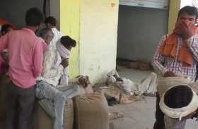 नवीन गल्ला मंडी में सोशल डिस्टेंस की उड़ाई जा रही धज्जियाँ, दरोगा ने दिखाई सख्ती, तो व्यापारियों ने शिकायत कर कराया निलंबित
