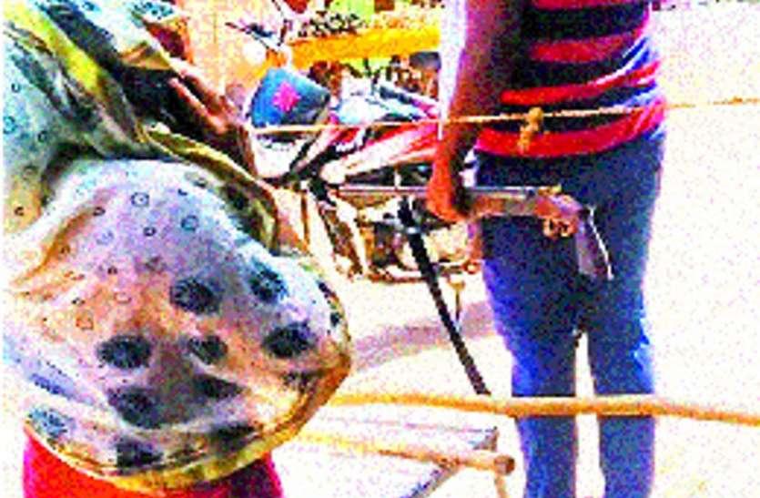 आशा कार्यकर्ता ने गांव में आने से किया मना तो युवक ने तान दी बंदूक, जान से मारने की दी धमकी