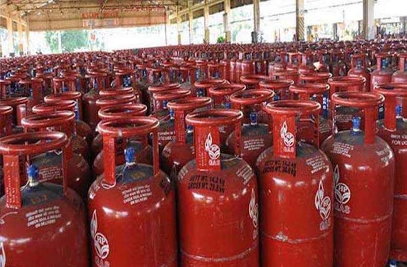कोरोना संकट में राहत की खबर, सस्ता हुआ घरेलू गैस सिलेंडर, जानें कितनी है नई कीमत