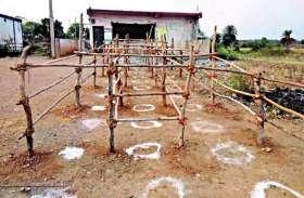 कोरोना काल की पाबन्दी के बाद भी गांव में सजा बाजार, सीईओ ने दिया नोटिस