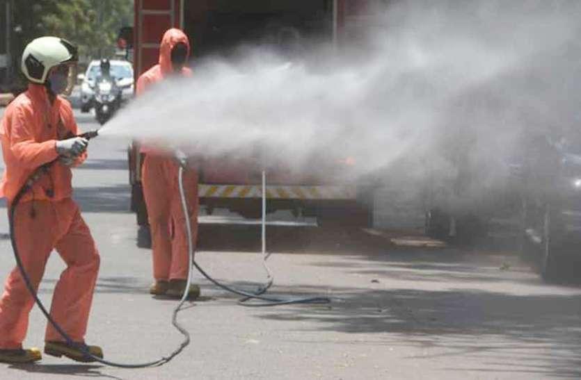 कोरोना वायरस मारने वाला 8.5 टन केमिकल पी गए अधिकारी, केवल पानी से होता रहा सैनिटाइजेशन
