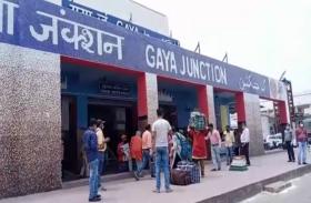 बिहार: कोटा से घर पहुंचे छात्रों ने यूं बयां की खुशी, छलक गए आंसू