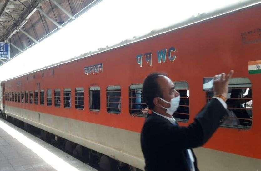 लॉकडाउन - 3.0 : आसान नहीं है मजदूरों के लिए श्रमिक ट्रेन में यात्रा