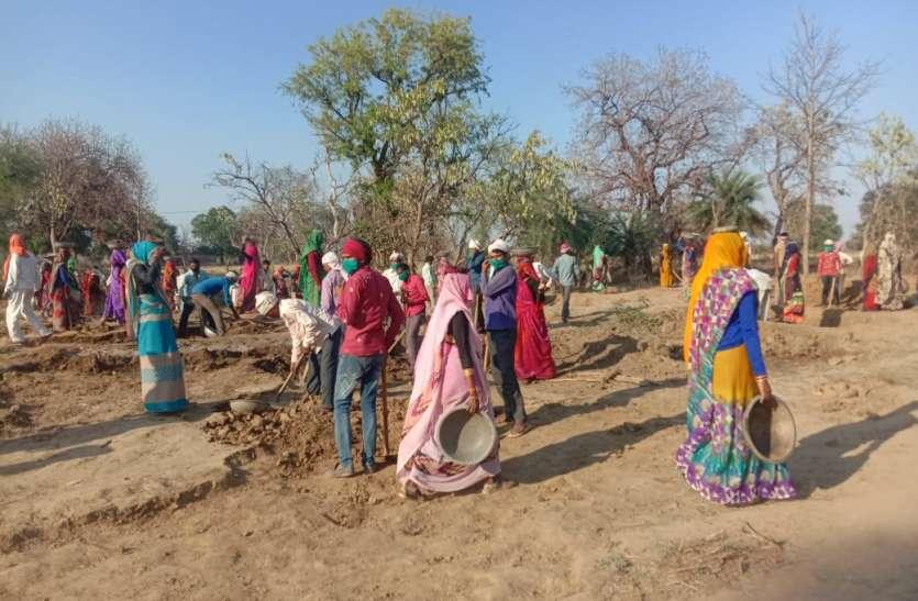 ६२ हजार दूसरे प्रदेशों से लौटे मजदूर, मिट्टी निर्माण कार्यो को दी जा रही प्राथमिता