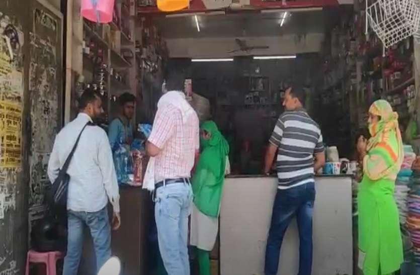 लॉकडाउन में मिली ढील से जनता खुश, पर खतरे से है सशंकित