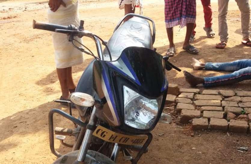 बाइक सवार दो युवकों की बाइक हुई अनियंत्रित, पेड़ से टकराने के बाद एक की दर्दनाक मौत, दूसरा गंभीर