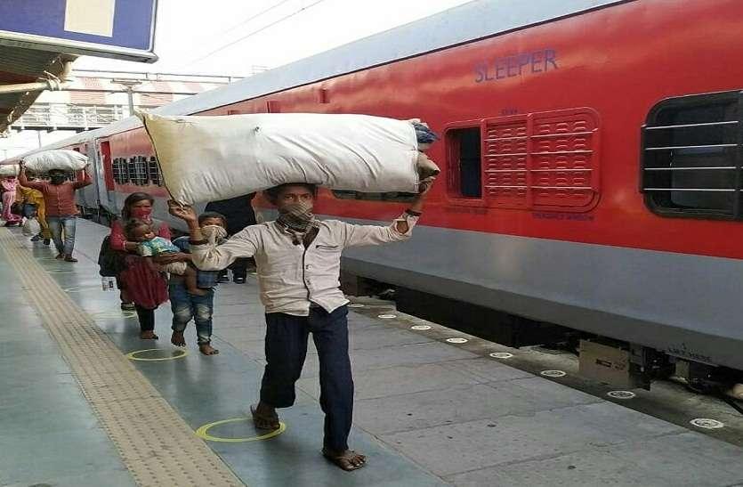 गुजरात से श्रमिक स्पेशल ट्रेन पहुंची बरेली,मजदूरों का दावा 525 रुपये लिया गया किराया