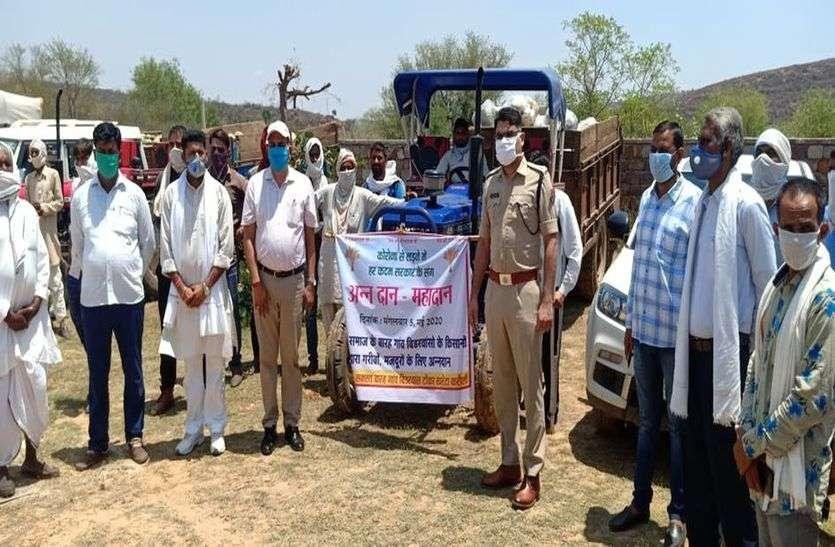 12 गांव बिडरवास के किसानों ने बढ़ाए मदद के हाथ , 251 क्विंटल गेहूं, 100 क्विंटल सब्जी और 21 हजार की सौंपी मदद