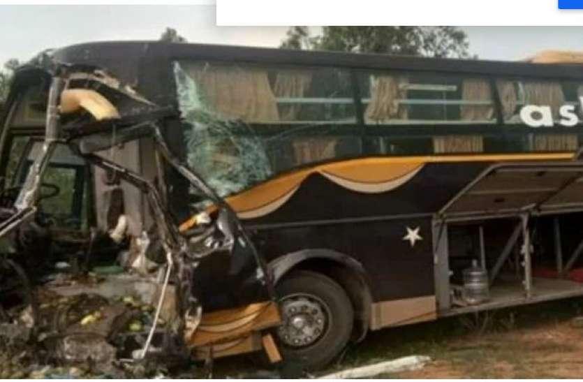 Covid-19 : प्रवासी मजदूरों को लेकर तेलंगाना से ओडिशा लौट रही बस खुर्दा में दुर्घटनाग्रस्त, 1 की मौत