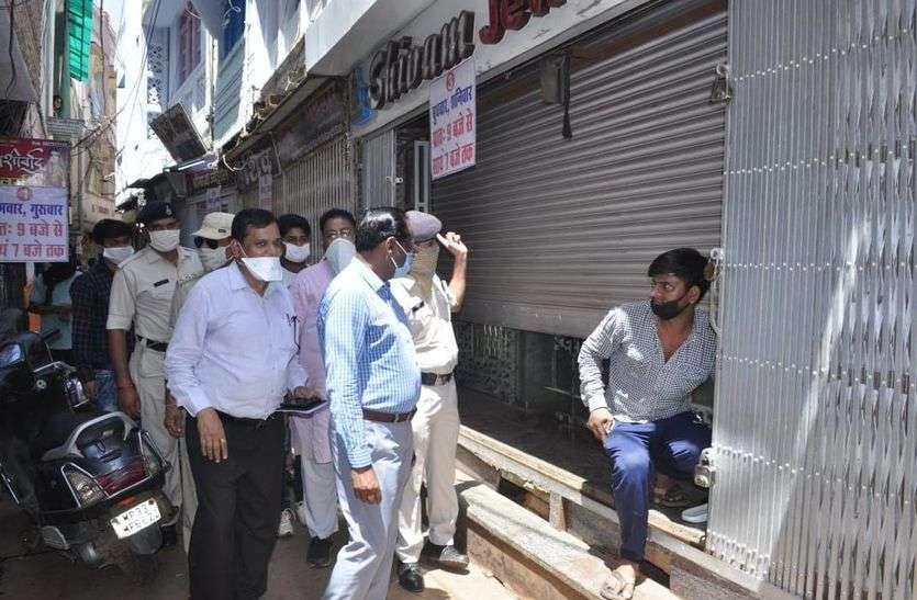 शिवपुरी बाजार में असमंजस में रहे दुकानदार