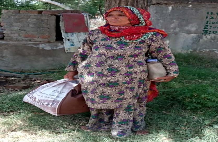 #Lockdown:मजदूर को बेटी की तरह किया विदा