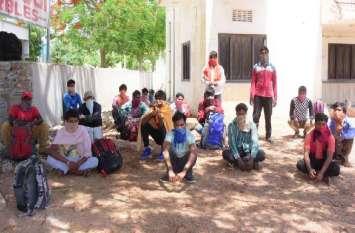 kishangarh_घर जाने के इंतजार में बिहारी मजदूर