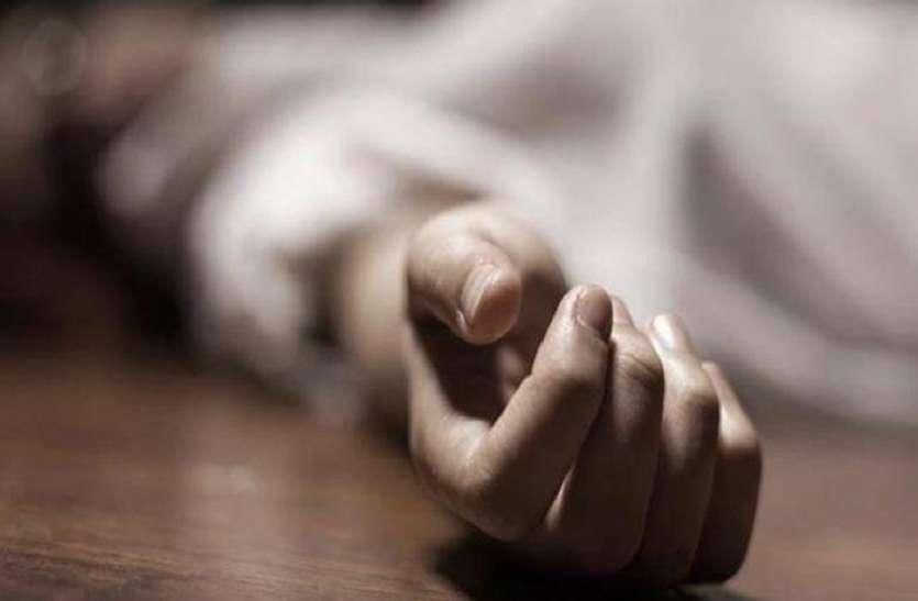 चरित्र शंका में पत्नी की सिलबट्टे से कुचलकर कर दी हत्या और पति ने खुद भी पी लिया जहर