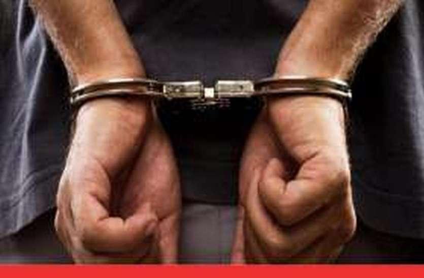 शराब चोरी करने के आरोप में गिरफ्तार