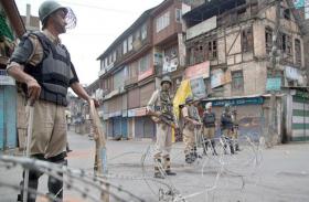 आतंकी रियाज नायकू की मौत के बाद तनाव, कश्मीर में लागू हैं कड़े प्रतिबंध