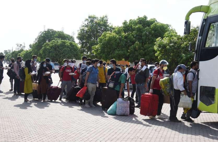खंडवा से रीवा आए मजदूरों ने सुनाई आपबीती, कहा- 35 किमी पैदल चलकर बमुश्किल पहुंचे घर