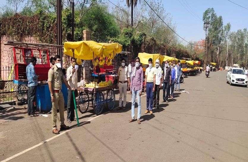 शिवपुरी में सोशल डिस्टेंसिंग के अलावा बाजार में लगे थे ठेले लगाया जुर्माना
