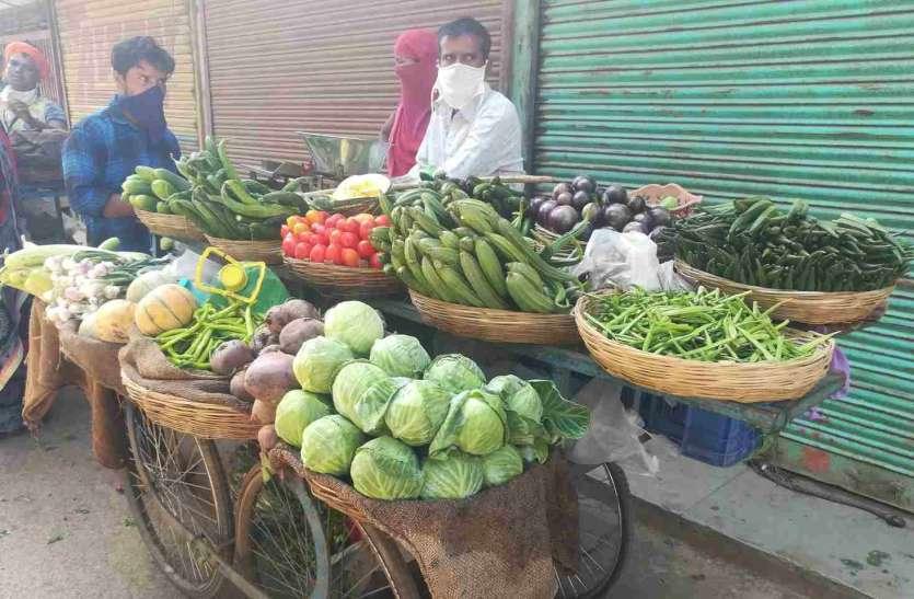 कम आवक से आसमान छू रहे सब्जियों के दाम