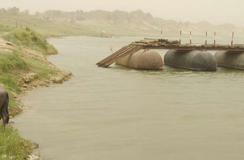 आंधी में पीपों का पुल बहा, जन जीवन हुआ अस्त-व्यस्त