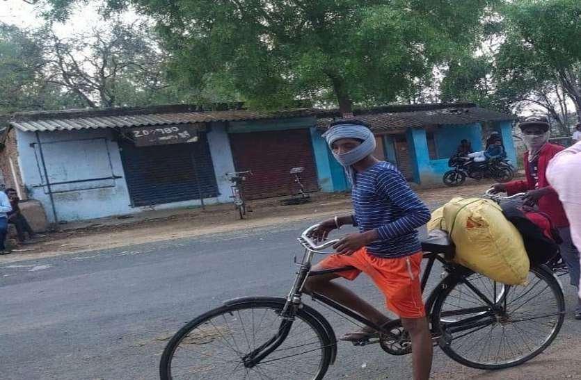 पैदल चलते पैर सूज गए तो खरीद ली सेकंड हैंड साइकिल