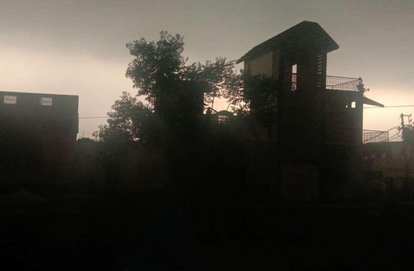 यूपी : अचानक बदला मौसम गर्जनाओं के साथ बरसात शुरू, विशेषज्ञों ने बताई बड़ी वजह
