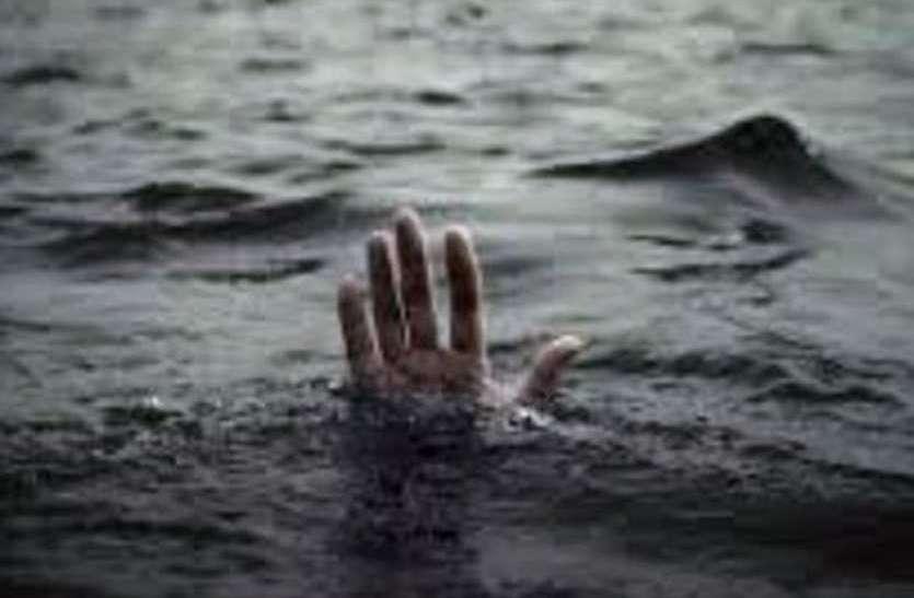 शराब के नशे में  दो लोगों की डूबने से मौत
