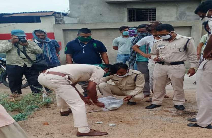 कोरोना का खौफ इतना कि सड़क पर पड़े हजारों रुपए के नोट को किसी ने नहीं उठाया, पुलिस ने किया जब्त