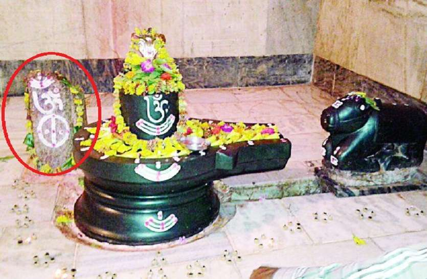 https://www.patrika.com/temples/miracle-of-shiv-temple-a-cow-used-to-offer-milk-on-rock-every-day-6026288/