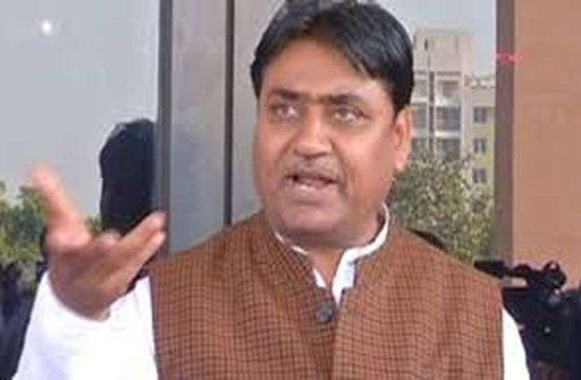 शिक्षा मंत्री डोटासरा ने कहा- धर्म निभाएं, संन्यासी को शोभा नहीं देती ऐसी बात