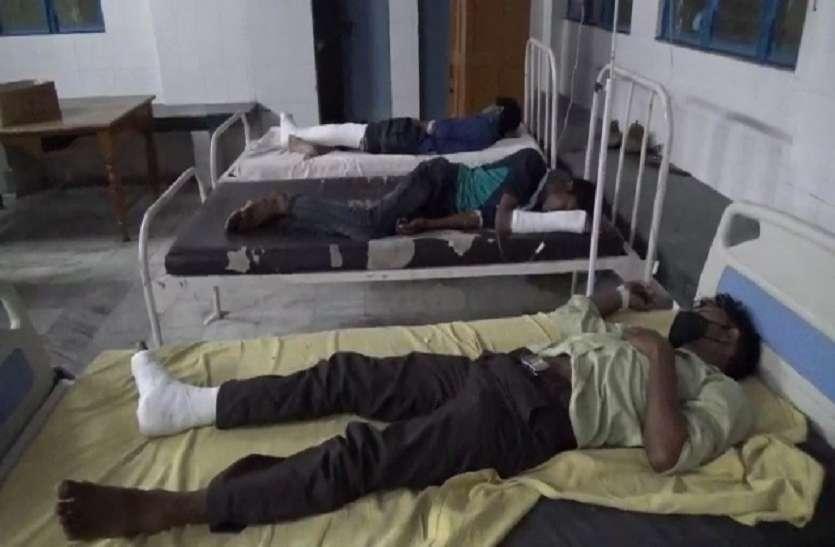 Moradabad: प्रवासी मजदूरों से भरी गाड़ी टैंकर से टकराई, दो दर्जन मजदूर घायल, नौ की हालत नाजुक