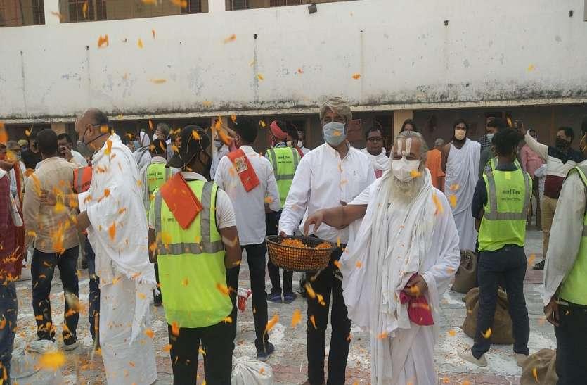 संतों ने सफाई कर्मियों को दिया राष्ट्र रक्षा कर्मी का दर्जा किया सम्मान