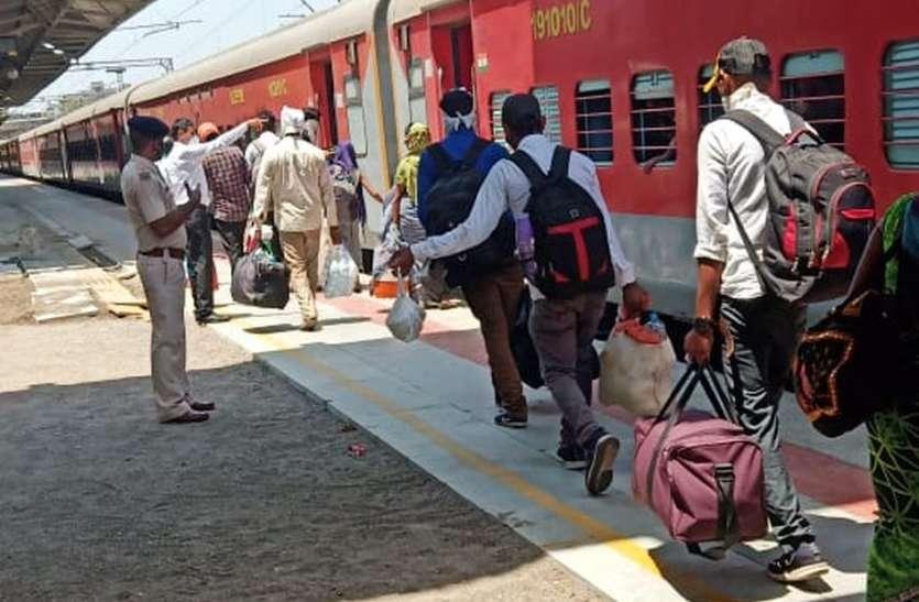 आजमगढ़ और गोंडा के लिए दो ट्रेनें रवाना