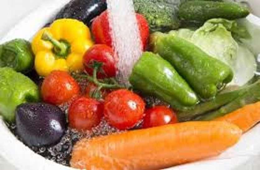 कोरोना वायरस का संक्रमण न हो इसलिए फल सब्जियों को ऐसे धोएं