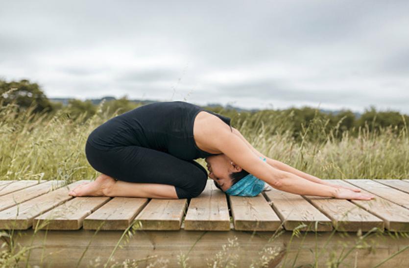 Yoga For Migraine: माइग्रेन से जल्द छुटकारा दिला सकते हैं ये योगासन
