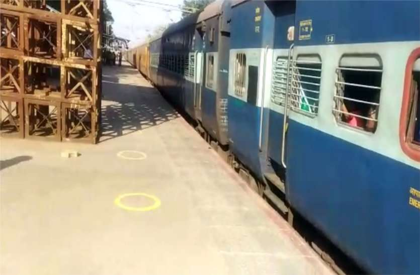 Railways gave food packets to 6271 passengers in one day