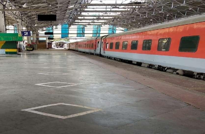 lockdown में बड़ी खबर, रेलवे ने कर दीं कई स्पेशल ट्रेनें निरस्त- देखें पूरी लिस्ट
