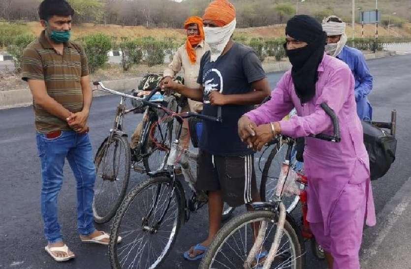 कर्नाटक से 3 हजार किमी पंजाब के लिए साइकिल पर निकले मजदूर