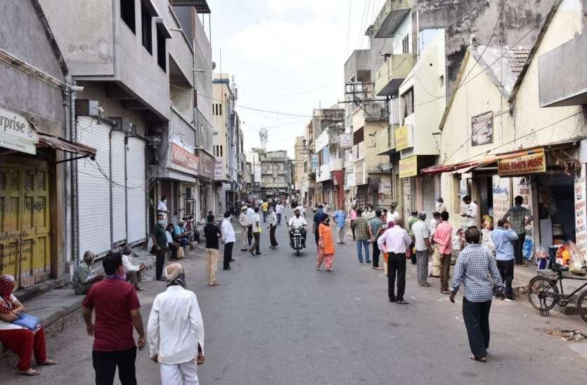 Social Distancing : ग्रेन मार्केट खुलते ही लगी भीड़, पुलिस ने कराया बंद