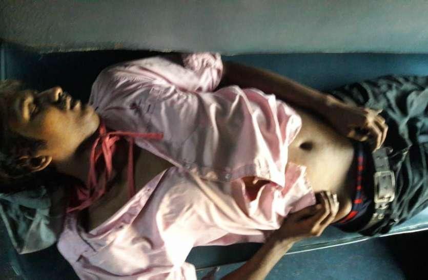 रास्ते में यात्री ने दम तोड़ दिया, ट्रेन रुकवा कर उतारा शव