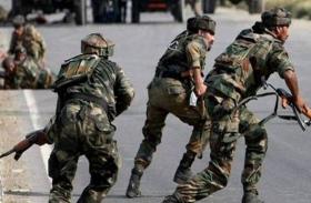कश्मीर: कार सवार ने तोड़े 2 नाके, अलर्ट CRPF जवानों ने चलाई गोली, मौत के बाद बवाल