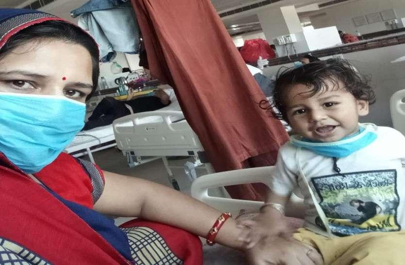 डेढ़ साल के मासूम बच्चे ने जीती कोरोना से जंग, अस्पताल के बेड पर मुस्कान बिखेर जीता सबका दिल